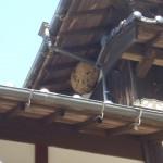 宇部市便利屋ジーケーサービス 宇部市西岐波 一軒家の二階屋根下 スズメバチ巣駆除