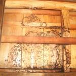 宇部市便利屋ジーケーサービス 宇部市厚東 神社の控え室 スズメバチ巣駆除